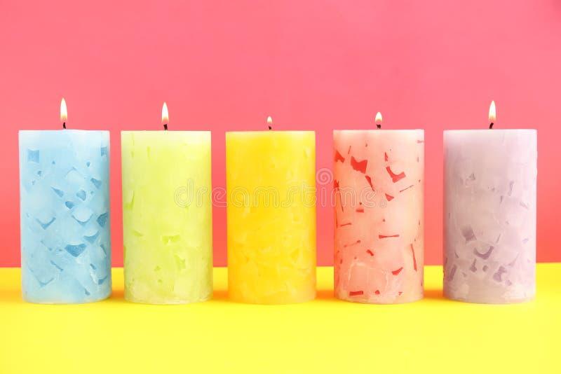 Velas scented da cera Alight fotografia de stock royalty free
