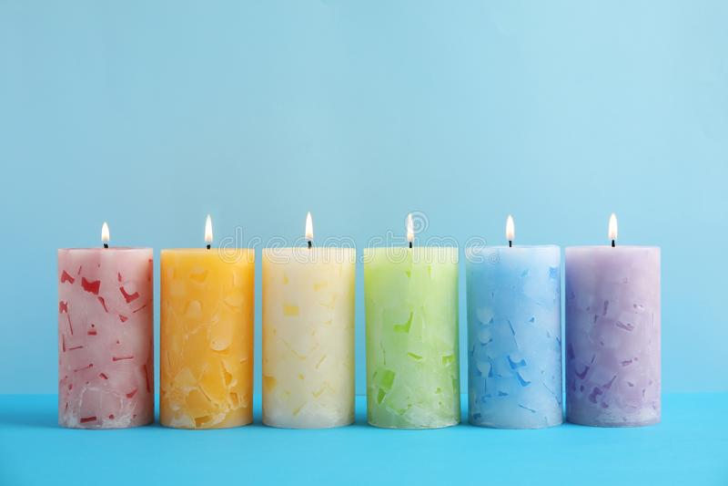 Velas scented da cera Alight imagem de stock royalty free