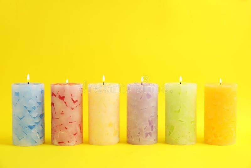 Velas scented da cera Alight imagens de stock