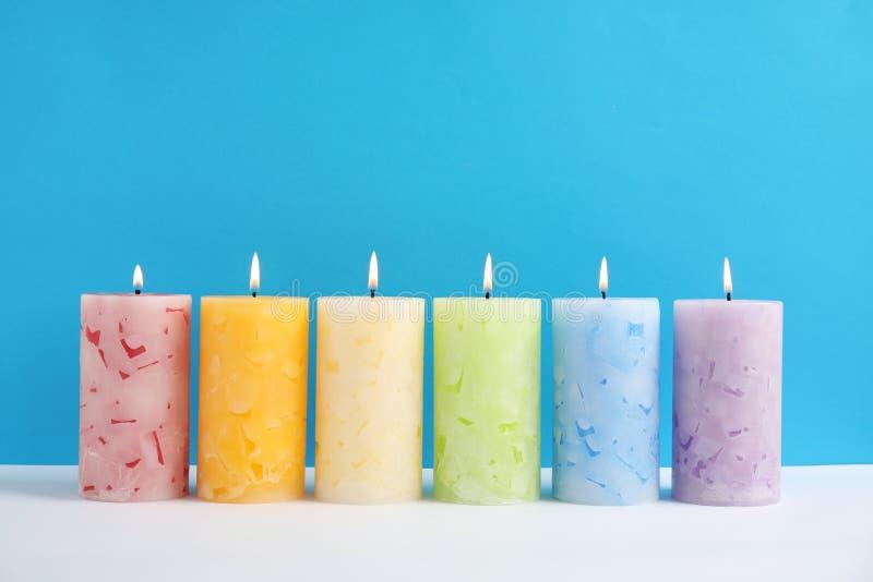 Velas scented da cera Alight imagem de stock