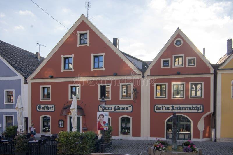 Velburg, Egna nel der Oberpfalz/Germania - 15 settembre 2018: Città pittoresca in Germania in Europa, costruzioni variopinte fotografia stock