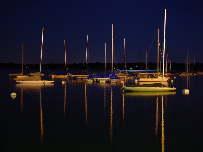 Vele alla notte fotografie stock