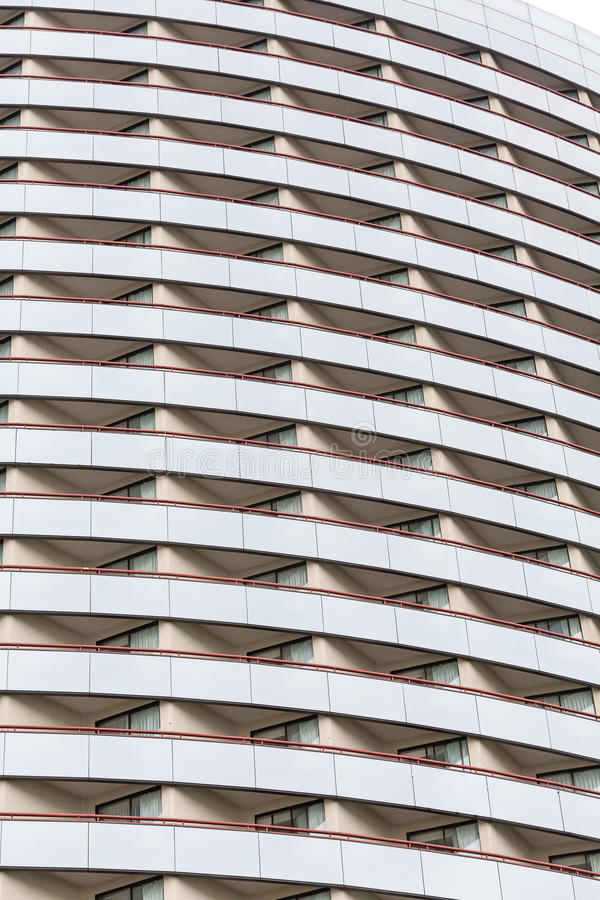 Vele Balkons op Gebogen Glashotel royalty-vrije stock foto's