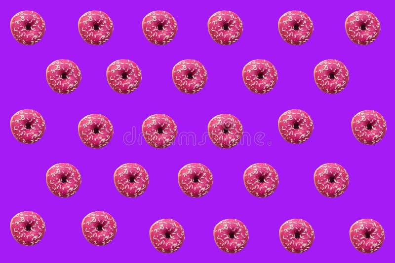 Vele donuts op heldere achtergrond stock foto's