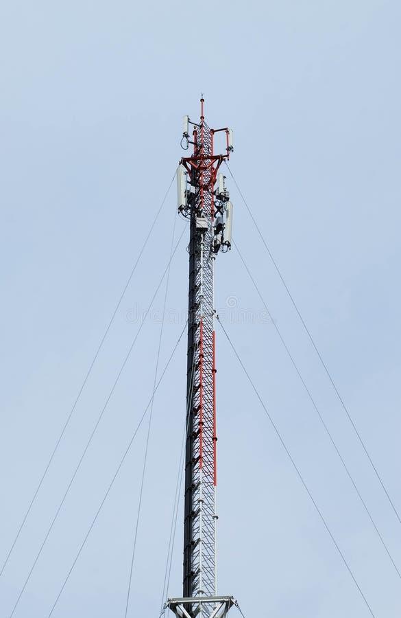 Vele draden van elektrisch en communicatielijnen royalty-vrije stock foto