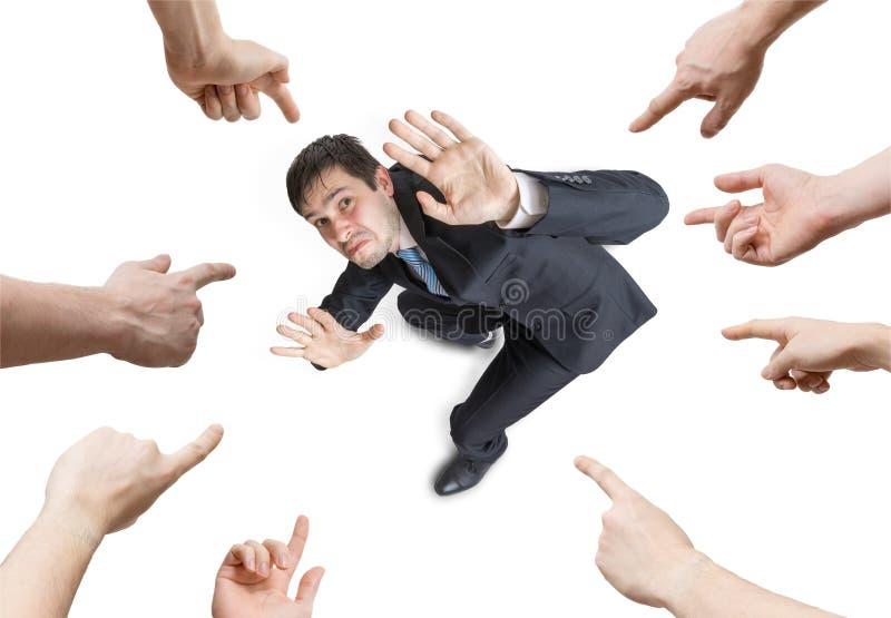 Vele handen richten en schuld beklemtoonde mens Mening van hierboven Geïsoleerdj op witte achtergrond royalty-vrije stock foto