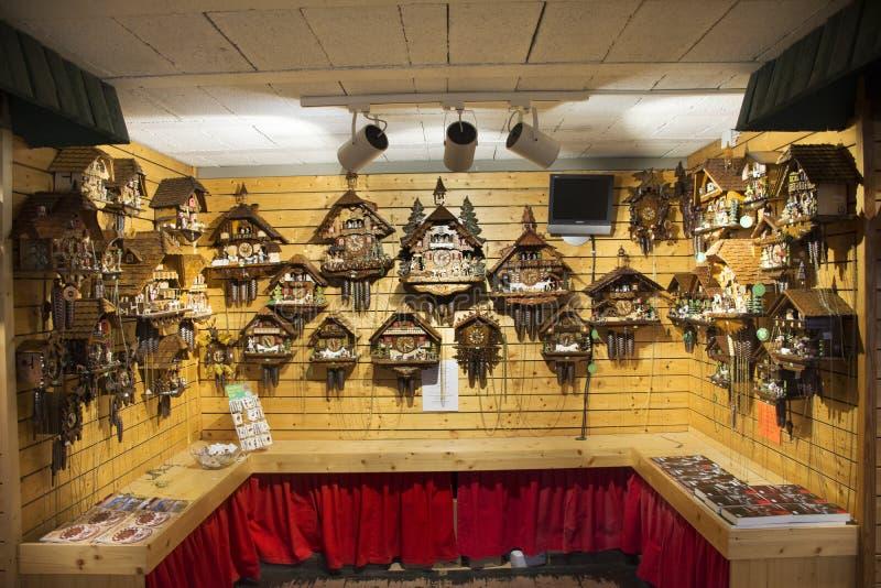 Vele herinneringen klokken en stuk speelgoed magneet voor de mensen van verkoopreizigers royalty-vrije stock afbeelding