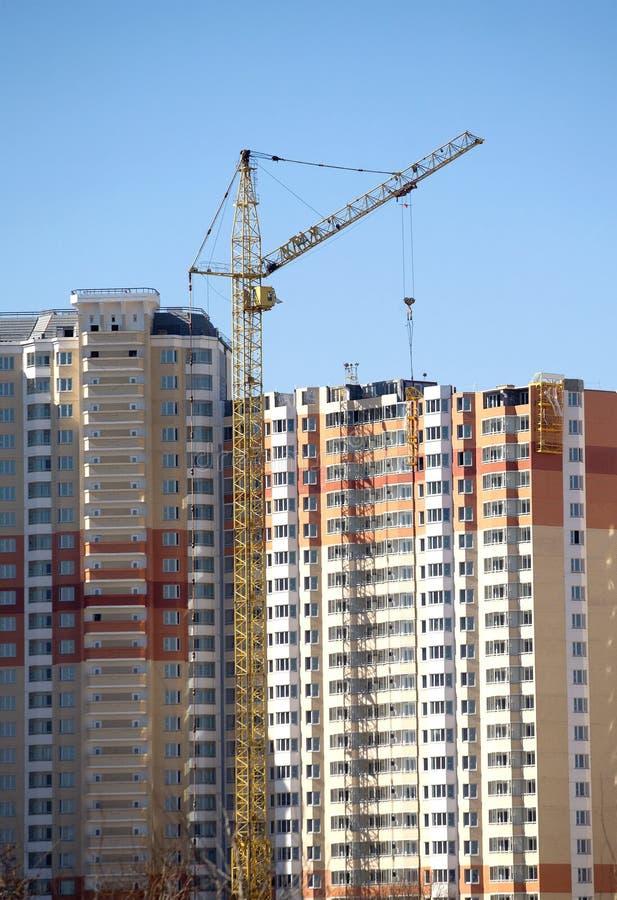 Vele het nieuwe de bouw nieuwe de bouw construeren in proces stock foto