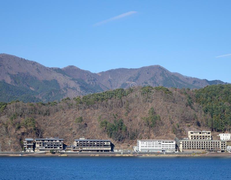 Vele hotels bij het Kawaguchi-meer, Japan stock fotografie