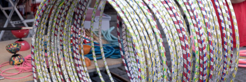 Vele Hula-Hoepels in verschillende kleuren stock afbeeldingen