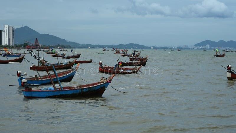 Vele kleine vissersboten stock fotografie