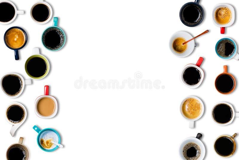 Vele koppen van koffie op witte achtergrond royalty-vrije stock foto's