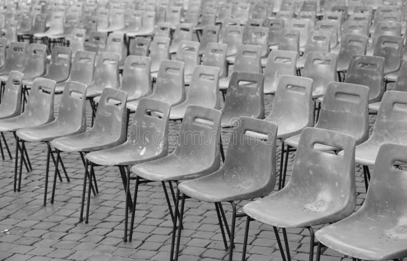 vele lege grijze stoelen royalty-vrije stock foto's