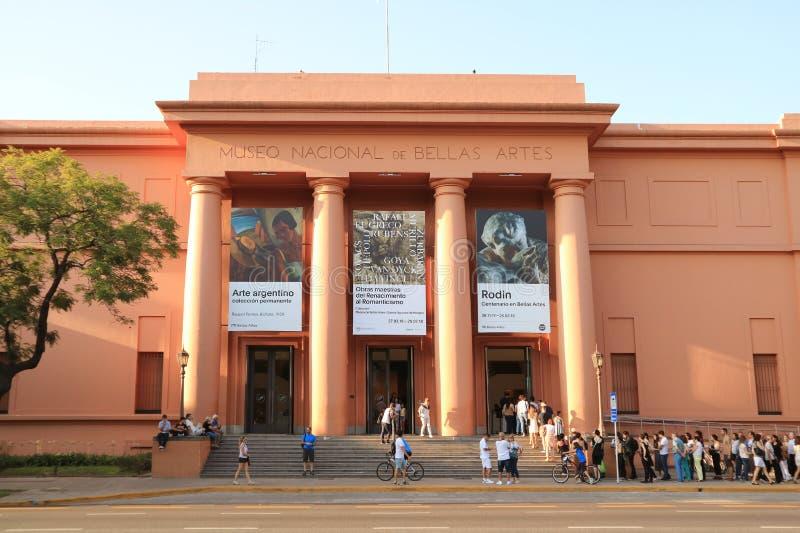 Vele Mensen die het Nationale Museum van Beeldende kunsten of Museo Nacional DE Bellas Artes, Buenos aires wachten te bezoeken stock afbeelding