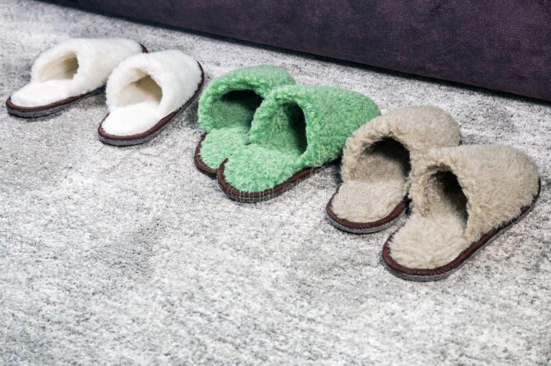 Vele Pantoffels van verschillende grootte en kleur royalty-vrije stock foto's