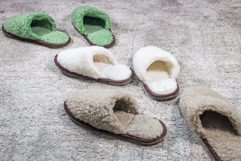 Vele Pantoffels van verschillende grootte en kleur royalty-vrije stock afbeeldingen