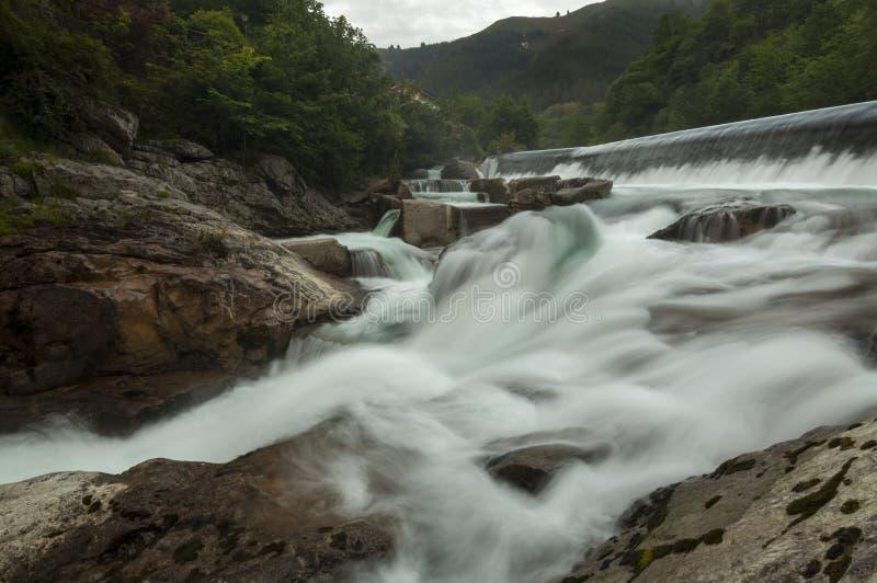 Vele rivierwatervallen stock foto's