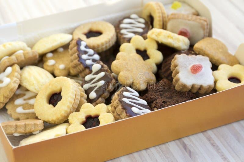 Vele soorten Kerstmiskoekjes in één stapel in de doos stock fotografie