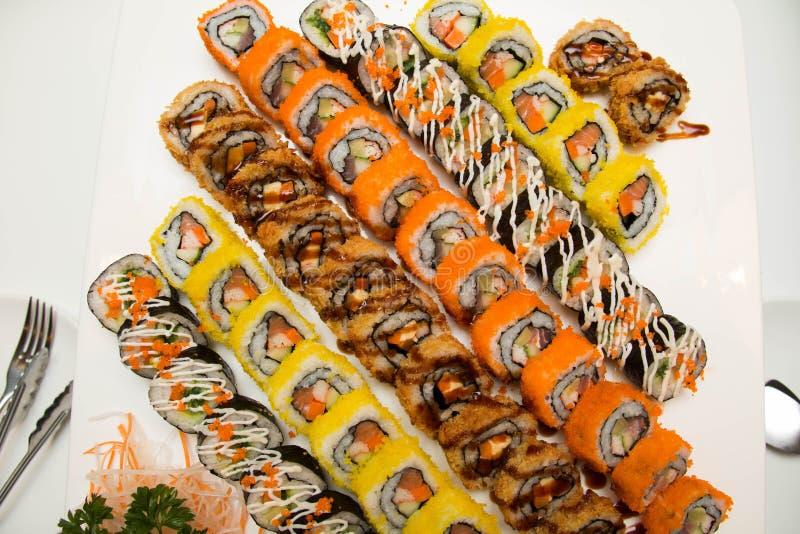 Vele stukkenpb Sushi in markt royalty-vrije stock afbeeldingen