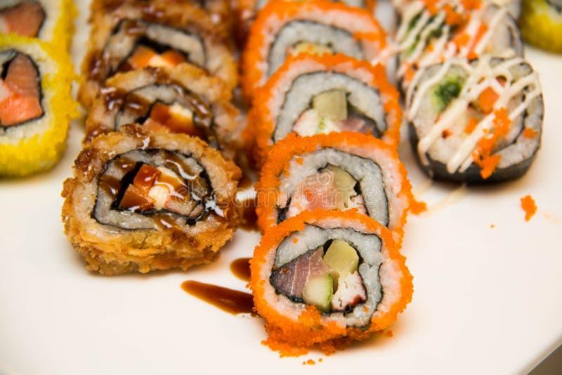 Vele stukkenpb Sushi in markt stock fotografie