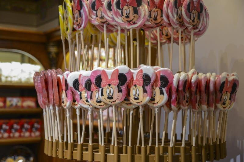 Vele suikergoedlollys, met het gezicht van de muis Minnie, in Parijs royalty-vrije stock afbeeldingen