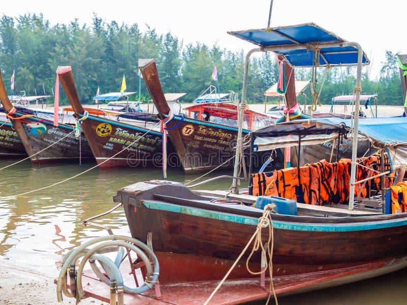 Vele traditionele boten van de reis lang-staart in Thailand royalty-vrije stock foto's