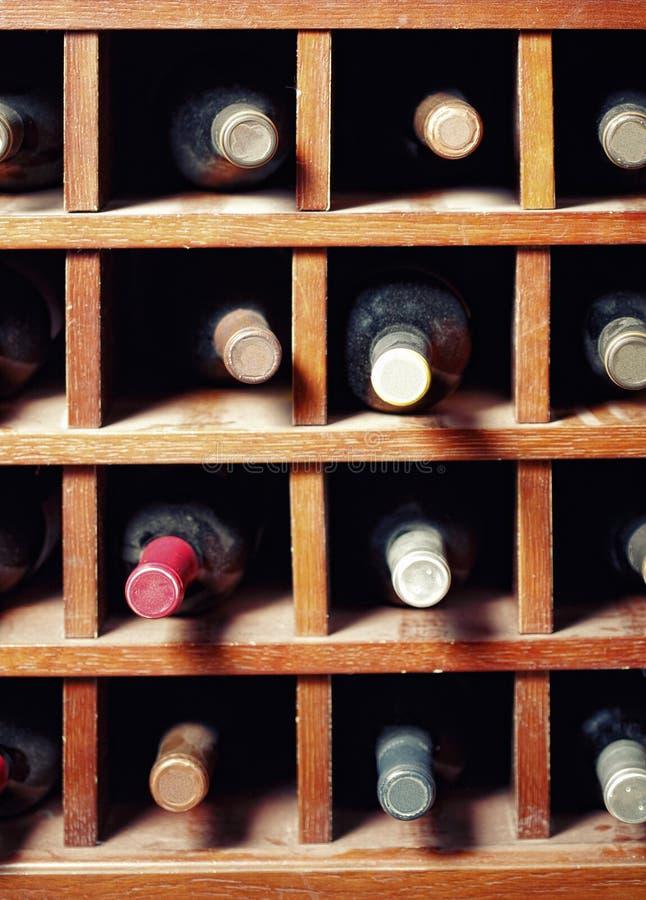 Vele wijnflessen stock foto's