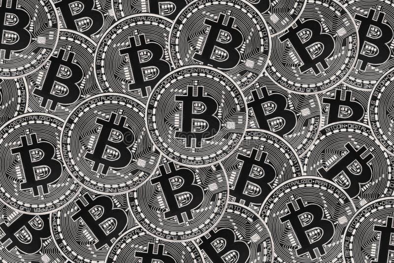 Vele zilveren muntstukken met Bitcoin-teken, het is een cryptocurrencyachtergrond vector illustratie