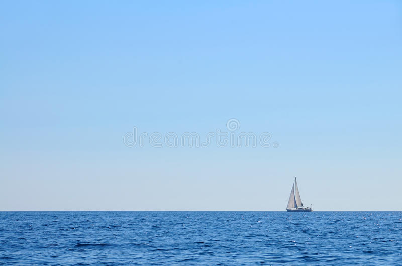Veleiro no mar aberto imagens de stock royalty free