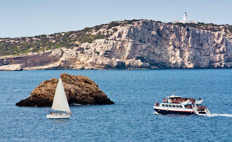 Veleiro perto de Ibiza fotos de stock royalty free