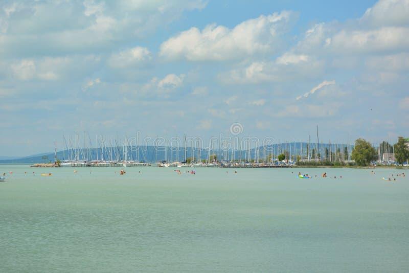 Veleiros no lago Balaton foto de stock royalty free