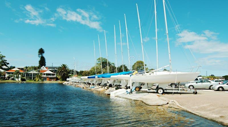 Veleiros no porto do clube da navigação de Belmont imagem de stock royalty free