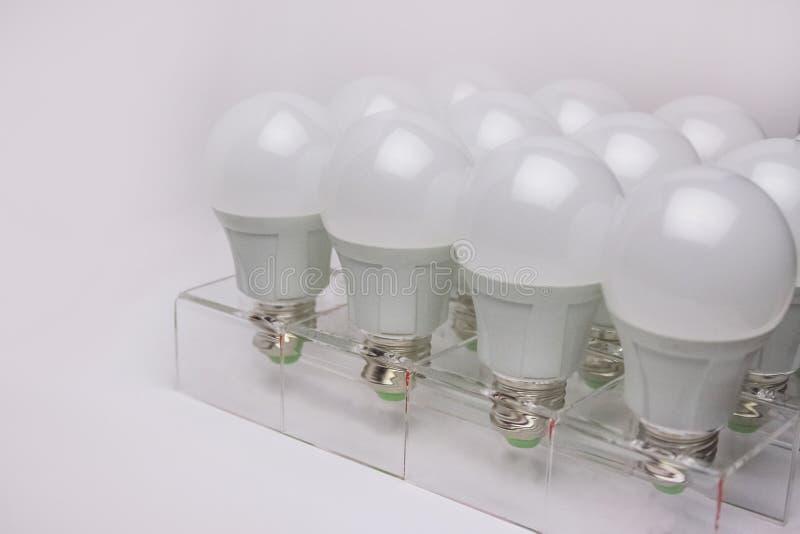 Velen leidden van de lampen lichte wetenschap en technologie achtergrond stock foto