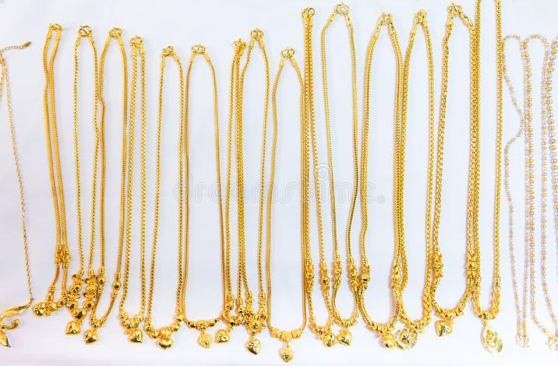 velen ontwerp van gouden halsband stock foto's