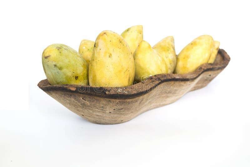 Velen rijpe mango in houten boog stock afbeeldingen