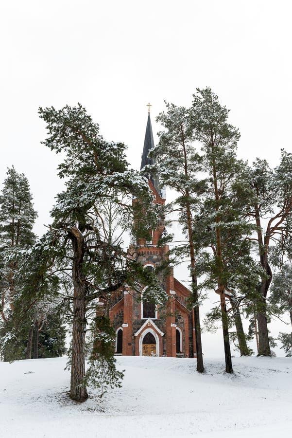 Velena Ev Lutheran Kerk in Letland bij de winter royalty-vrije stock afbeelding