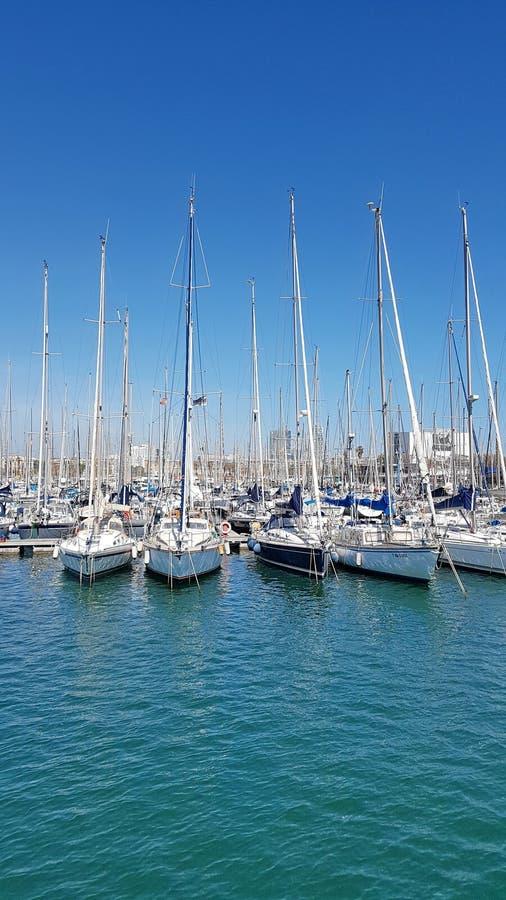 Veleros en el puerto Vell, Barcelona, Cataluña, España imagen de archivo