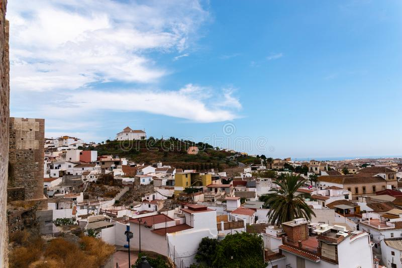 VELEZ-MALAGA,西班牙- 2018 8月17日,视图在小的大厦 免版税库存照片