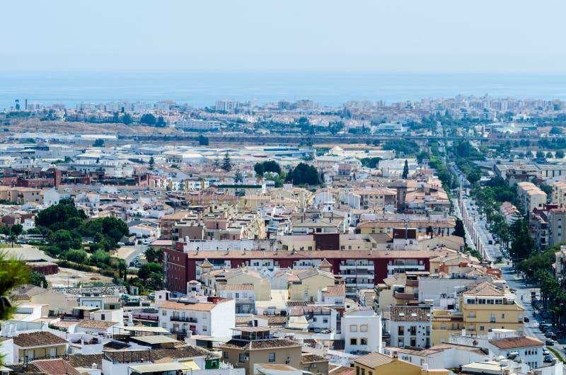 VELEZ-MALAGA, взгляд ИСПАНИИ - 24-ое августа 2018 зданий в малом стоковые изображения rf