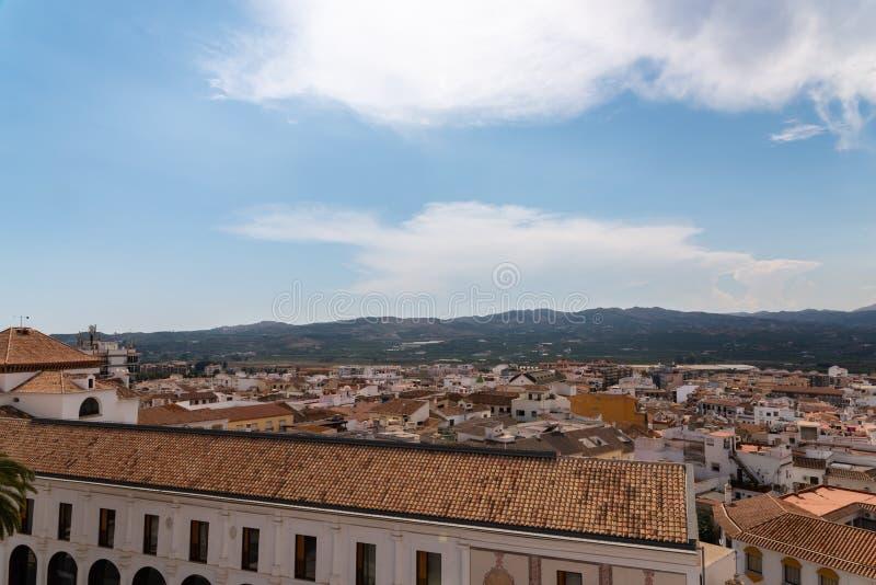 VELEZ-MALAGA, SPANIEN - 17. August 2018 Ansicht von Gebäuden in kleinem stockbild
