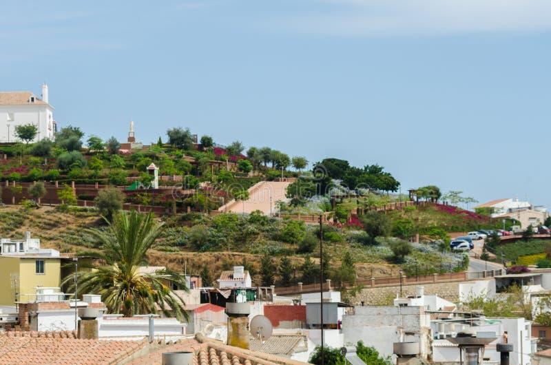 VELEZ-MALAGA, SPANIEN - 17. August 2018 Ansicht von Gebäuden in kleinem lizenzfreies stockbild
