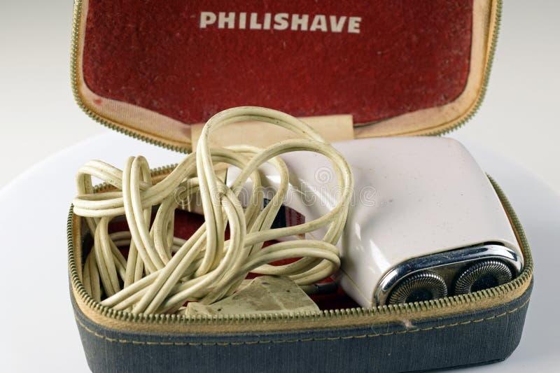 Velha máquina de proteção elétrica Philishave com caixa de armazenamento foto de stock
