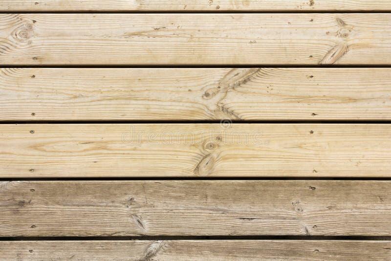 Velho ao lado das placas novas do pinho Fundo de madeira abstrato imagens de stock royalty free