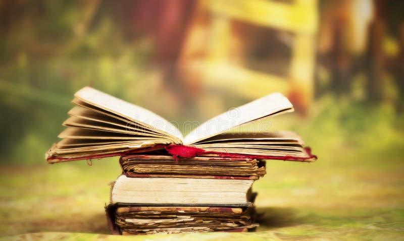 Velho, mágico, livros do conto de fadas fotografia de stock royalty free