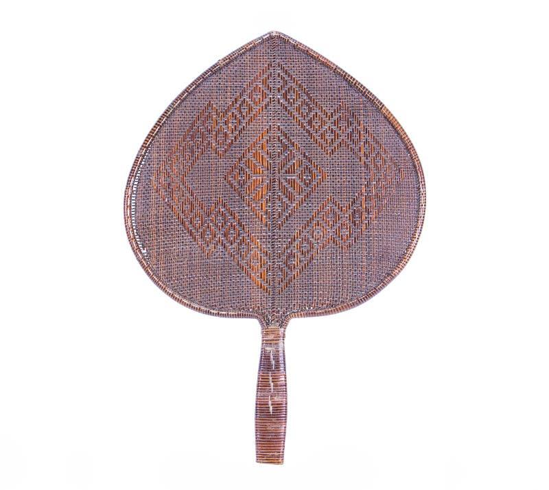 Velho teça a forma de folha do bodhi do fã feita do rattan isolado no fundo branco imagem de stock