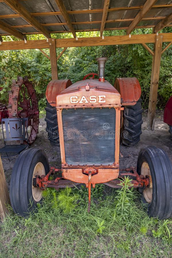 velho trator histórico Caso de marca em Boone Hall Plantation imagem de stock royalty free