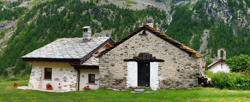 Velhos tradicionais alpien a arquitetura imagem de stock royalty free