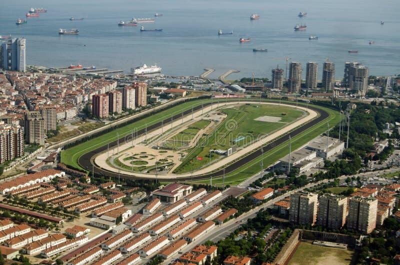 Download Veliefendi跑马场的鸟瞰图,伊斯坦布尔 图库摄影片. 图片 包括有 伊斯坦布尔, 运费, 跟踪, 户外 - 72356922