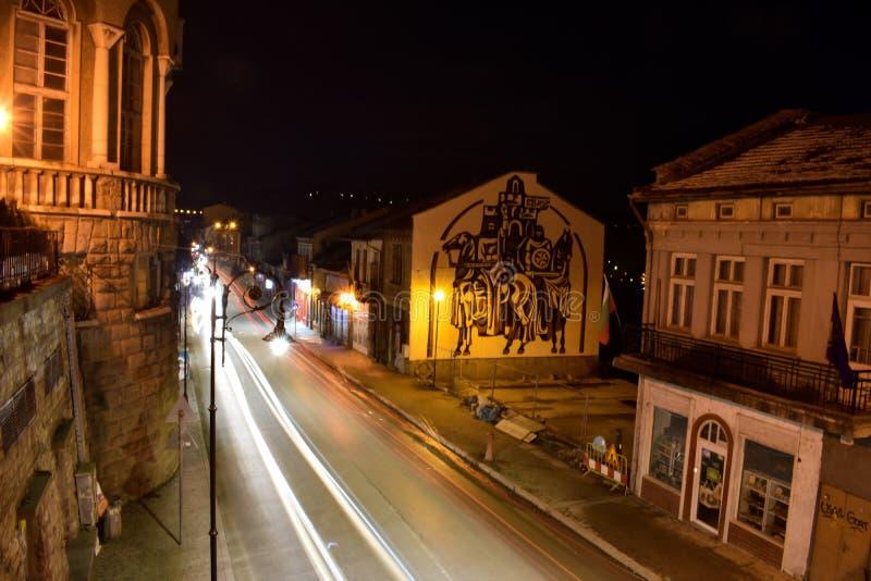 Veliko Tarnovo bij nacht royalty-vrije stock foto