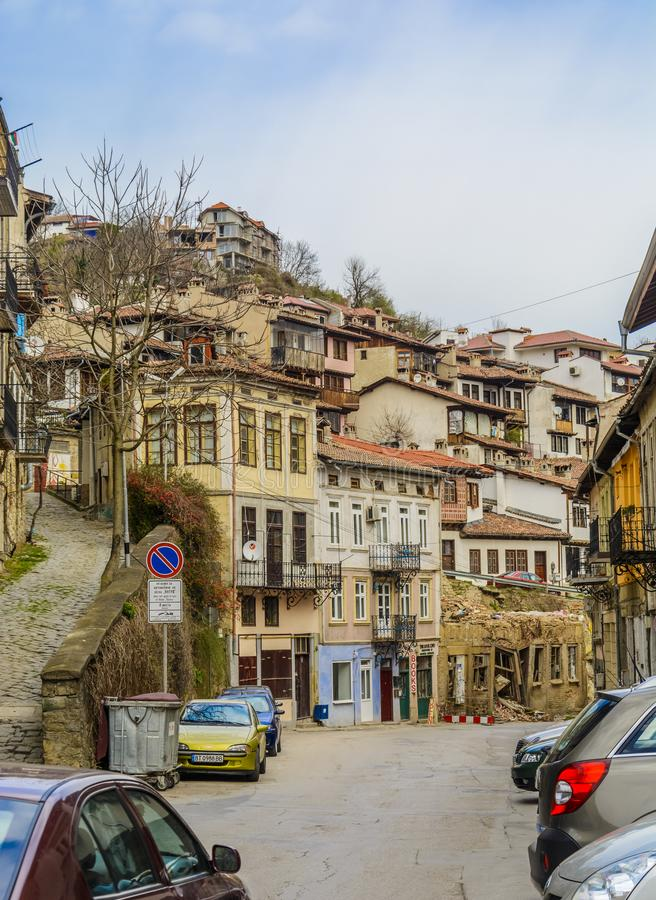 VELIKO TARNOVO, BULGÁRIA - 3 DE ABRIL DE 2015: Veliko Tarnovo s velho fotos de stock